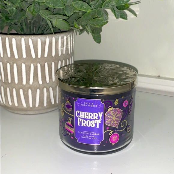 BATH & BODY WORKS CANDLE~ CHERRY FROST